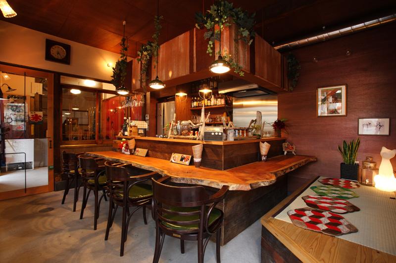 CAFE/BAR遊楽のカウンター