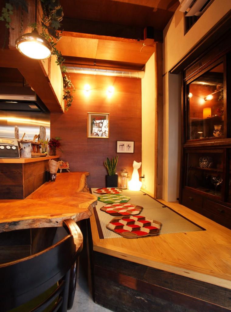CAFE/BAR遊楽のカウンター座敷席